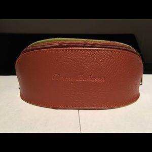 Tommy Bahama Accessories - Tommy Bahama sunglasses with case and cloth